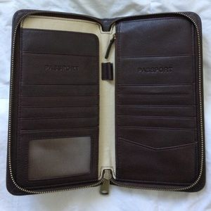 Fossil - Leather Multi Zip Passport Wallet